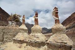 Buddistiska stupas chorten i himalayasna Arkivfoto
