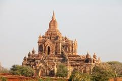 Buddistiska tempel i Bagan på solnedgången, Myanmar Royaltyfri Fotografi