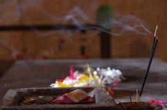 Buddistiska tempelofferings i Sri Lanka Royaltyfria Bilder