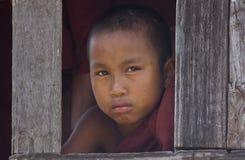 buddistiskt burma monkmyanmar barn Arkivbild
