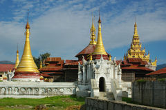 buddistiskt gammalt tempel royaltyfri bild