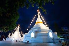 buddistiskt natttempel arkivbild