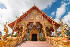 Buddistkyrka med nordligt av Thailand Art Design Arkivfoto