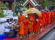 Buddyjscy datki daje ceremonii w Luang Prabang Laos obraz stock