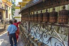 Buddyjscy modlitwa młyny w Swayambhunath stupie obraz stock