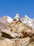 Buddyjscy stupas przy przepustką w himalajach halnych Zdjęcia Stock