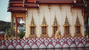 Buddyjska świątynia na jeziorze przy Wata Plai Laem kompleksem w Tajlandia 1920x1080 zbiory wideo