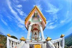 Buddyjska świątynia na wierzchołku góra fotografia royalty free