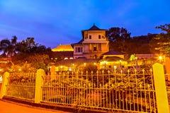 Buddyjska świątynia ząb Buddha przy nocą kandy Sri Lanka asia obrazy royalty free