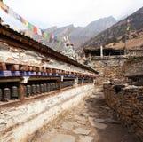 Buddyjska modlitwa wiele ściana z modlitewnymi kołami obrazy royalty free