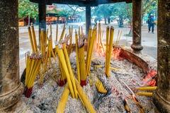 Buddyjska modlitwa wtyka palenie w łzawicy obraz stock