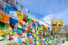 Buddyjska modlitwa zaznacza świętą tradycyjną flaga wzdłuż przypływu Pa fotografia royalty free