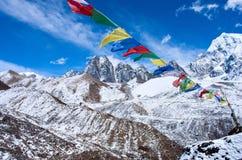 Buddyjska modlitwa zaznacza w himalaje górach, Nepal Zdjęcie Royalty Free