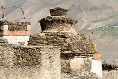 Buddyjska stupa przy tibetan wioską Zdjęcia Stock