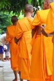 buddyjski jedzenie daje michaelita ofiarom Fotografia Royalty Free