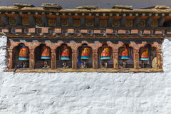 Buddyjski modlitewny toczy wewnątrz Thimphu, Bhutan Obrazy Royalty Free