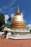 buddyjskiego dagoba złota lanka sri świątynia zdjęcia stock
