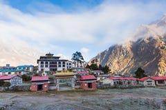 Buddyjskiego monasteru ranku mgła, Tengboche wioska, Nepal Zdjęcia Stock