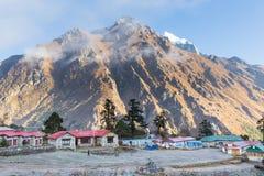 Buddyjskiego monasteru ranku mgła, Tengboche wioska, Nepal Obrazy Royalty Free