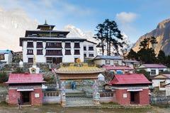 Buddyjskiego monasteru ranku mgła, Tengboche wioska, Nepal Fotografia Stock