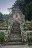 Buddyjskiej świątyni schodki z statuami w Bali, Indonezja Obrazy Stock