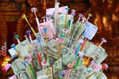 Buddysta daruje w końcówce buddysta pożyczający festiwal w Tajlandia Zdjęcia Royalty Free