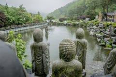 Buddysty kamień w świątyni zdjęcia royalty free