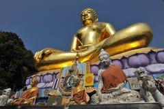 Buddyzm statua przy Złotym trójbokiem Zdjęcia Stock