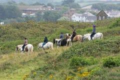 BUDE, CORNWALL/UK - 15-ОЕ АВГУСТА: Верховая езда в Bude в Корнуолле Стоковые Изображения RF