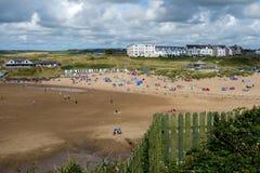 BUDE, CORNWALL/UK - 12 AGOSTO: La spiaggia a Bude in Cornovaglia sopra Fotografia Stock