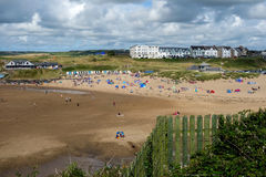 BUDE, CORNWALL/UK - 12. AUGUST: Der Strand bei Bude in Cornwall an Stockfoto