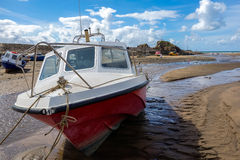 BUDE, CORNWALL/UK - 12. AUGUST: Nahaufnahme eines Bootes bei Bude in Co Lizenzfreie Stockfotos