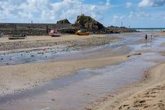 BUDE CORNWALL/UK - AUGUSTI 12: Stranden på Bude på Augusti 12, Arkivbild