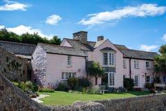 BUDE, CORNWALL/UK - 12 DE AGOSTO: Edificio de piedra tradicional en BU Foto de archivo libre de regalías