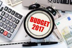 Budget- övning eller prognos för det kommande året av 2017 med gammalt klockabegrepp Fotografering för Bildbyråer