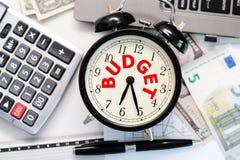 Budget- övning eller prognos med tappningklockabegrepp Arkivfoton