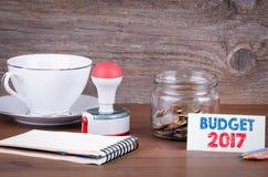 Budget 2017 - affaires, concept financier Argent dans le verre dessus Photo libre de droits