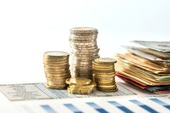 budget annuel avec l'euro cioin et billet de banque photos libres de droits