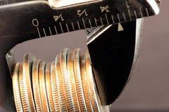budget- besparingar drar åt Royaltyfri Bild
