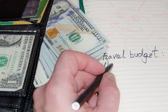 Budget für Reise Liste und Geld lizenzfreies stockfoto