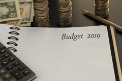 Budget- planläggningsbegrepp Notepad med text för budget 2019 royaltyfria foton