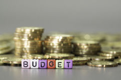 Budget text ang Gold coins Royalty Free Stock Photos