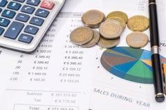 Budget und Diagramm mit Euromünze Stockfotos
