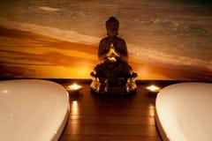 Budha in een centrum van het KUUROORD Stock Foto's