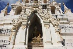 Budha in Paguda Fotografie Stock Libere da Diritti