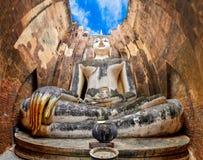Budha que se sienta en templo del amigo de Wat Si en Sukhothai, Tailandia Fotos de archivo libres de regalías