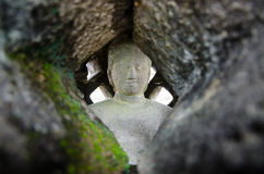 Budha staty inom stupa i den Borobudur templet fotografering för bildbyråer