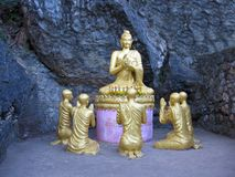 Budha teaching. Sculptures of budha teaches his principles to his followers Royalty Free Stock Photos