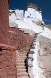 budhist寺庙陡峭的台阶在Basgo,拉达克,印度 免版税库存照片
