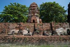 Budhist quebrado en ayuthaya imagenes de archivo